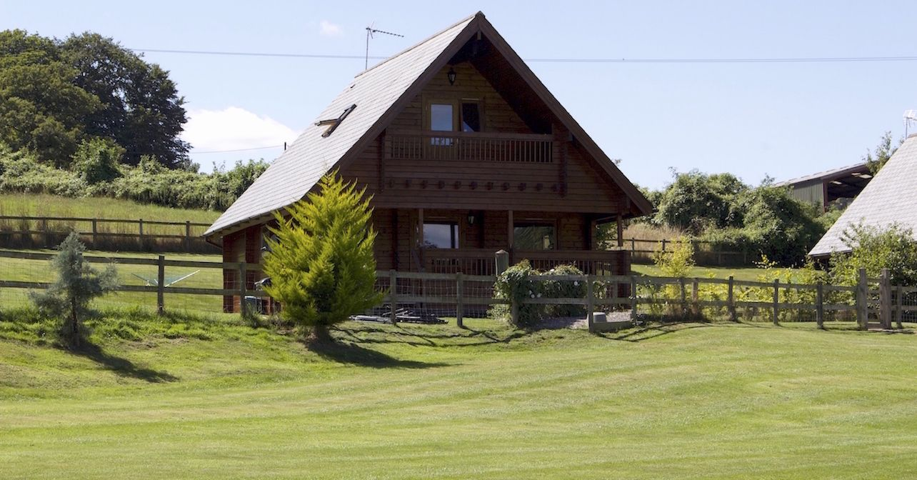 Riverside Lodge self catering accommodation overlooking lake