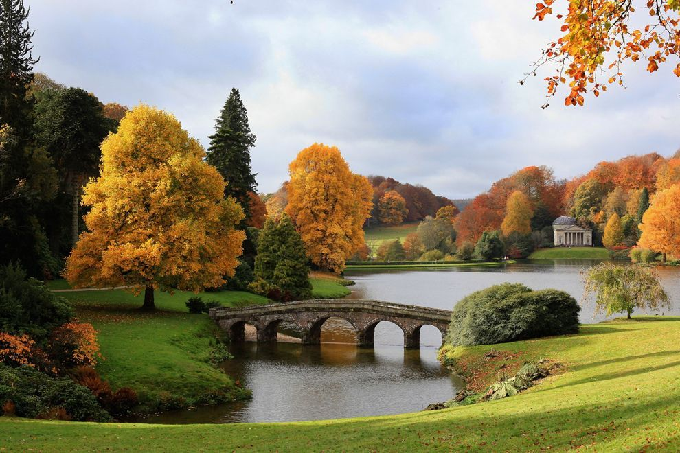 stourhead gardens and lakes